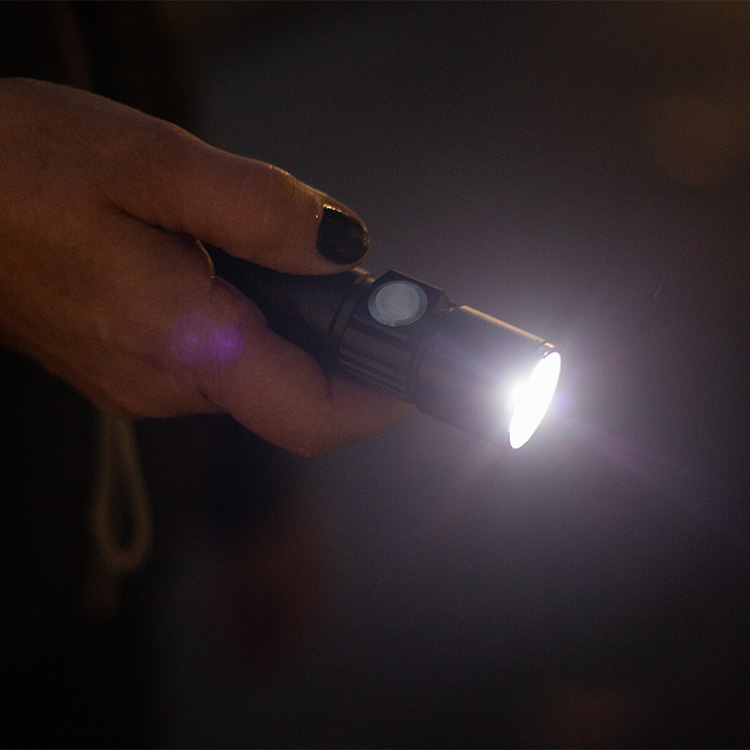 Liten smidig LED ficklampa som laddas cigarettuttaget, 79 kr |