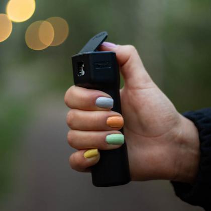 Försvarsspray med GPS-funktion
