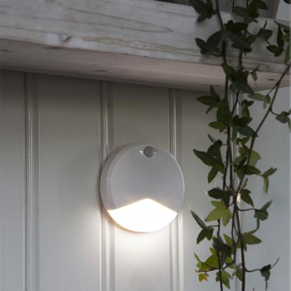 Rund garderobslampa med ljus- och rörelsesensor