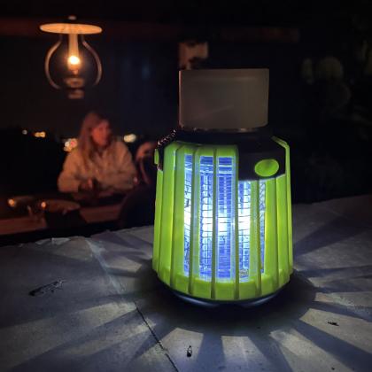 Myggfälla med campinglampa