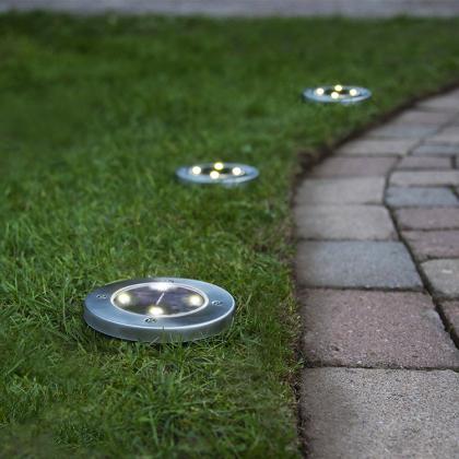 Solcellsladdad belysning till gräsmattan