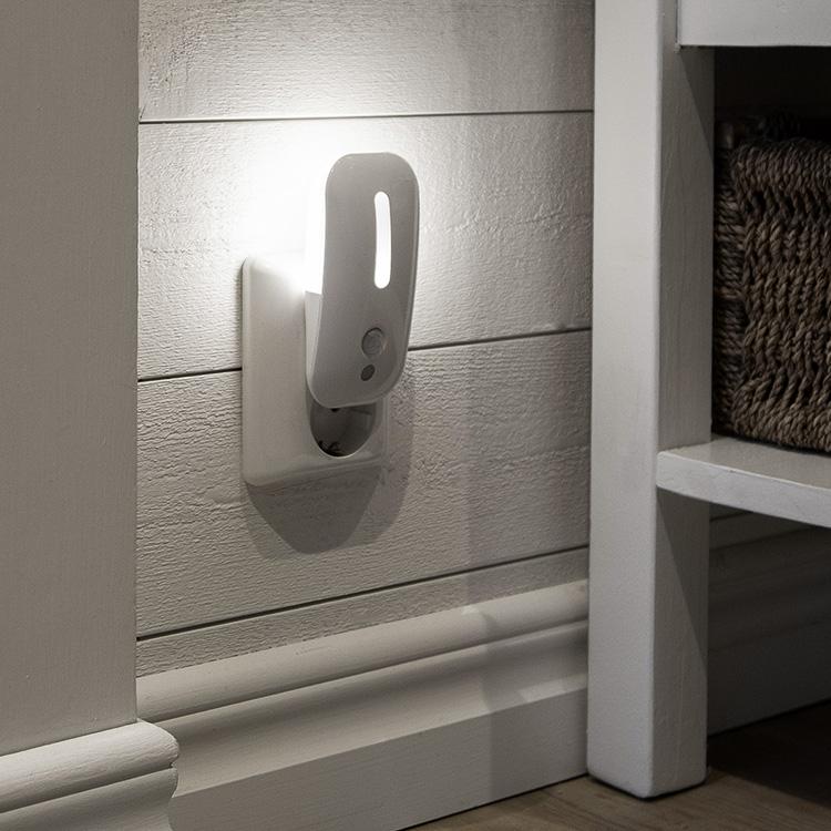 Attraktiva Nattlampa med ljus- och rörelsesensor - Nattbelysning | SmartaSaker NC-92